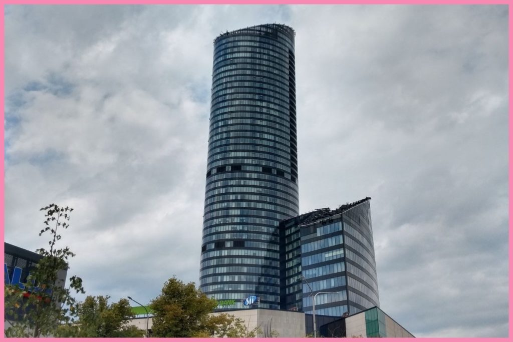 miejsca które warto zobaczyć we Wrocławiu Sky Tower